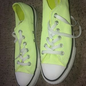 New never used Converse neon lime size 7